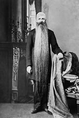Anglų lietuvių žodynas. Žodis long-beard reiškia ilgą barzdą lietuviškai.