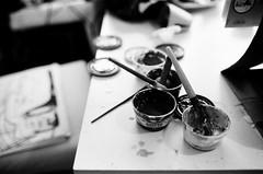 * (Gwenaël Piaser) Tags: luxembourg luxemburg luxemburgo lussemburgo lëtzebuerg 2018 march mars march2018 unlimitedphotos gwenaelpiaser canon eos canoneos eos3 canoneos3 analog 캐논eos3 reflex photography argentique 135 24x36 fullframe 40mm pancake canonef40mmf28stm canonef40mm28stm canon40mmf28pancakestm prime stm kodak 400tx trix kodaktrix negative film negatif 400iso iso400 400asa wb nb bw blackandwhite noiretblanc trix400kodaktrix400 monochrome painting peinture paint pots pinceaux brush brushing giotto 1000