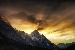Armageddon (Gio_guarda_le_stelle) Tags: dolomiti dolomites dolomiten cortina veneto dram sunrise alba i 4 light risingsun