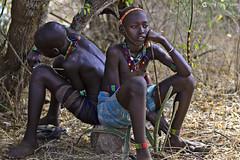 20180925 Etiopía-Turmi (622) R01 (Nikobo3) Tags: áfrica etiopía turmi etnias tribus people gentes portraits retratos culturas tradiciones travel viajes nikon nikobo joségarcíacobo social nikond800 d800 nikon7020028vrii hamer