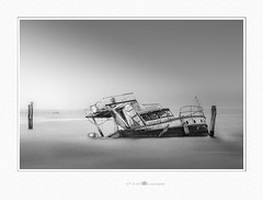 thick fog (paolo paccagnella) Tags: phpph© 2019 blackandwhite bn bw monochrome minimal mch territorio veneto ambiente photo flickr foto fog fisherman framework ass acqua activity seascape lagoon