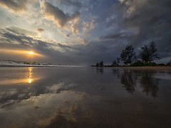 IMG_6396 ~ sentuhan mentari pagi (alongbc) Tags: sunrise reflection beach coast seascape shoreline cloud sea sky lanjutbeach pantailanjut kualarompin rompin pahang malaysia travel place trip canon eos700d canoneos700d canonlens 10mm18mm wideangle happyplanet asiafavorites