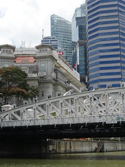 SingaporeRiverColonialDistrict042 (tjabeljan) Tags: singapore asia colonialdistrict singaporeriver colemanbridge oldparliament fullertonhotel themelrion raffles victoriatheatre clarkquay marinabay