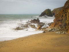 Shoreline (kckelleher11) Tags: olympus omd em1 mzuiko f28 sea shore rocks sand yellow tide sky february 2019 1240mm nd1000