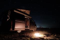 Bulli unter dem Sternenhimmel (Christian Zwengel) Tags: nightphotographie nachtaufnahme bulli sterne