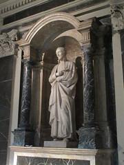 Saint statue in niche, Église Saint-Polycarpe, Lyon, France (Paul McClure DC) Tags: lyon france july2017 auvergnerhônealpes architecture historic church sculpture lacroixrousse