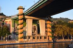 Puente de la Salve (Bilbao, País Vasco, España, 27-9-2018) (Juanje Orío) Tags: 2018 bilbao vizcaya provinciadevizcaya paísvasco euskadi españa espagne espanha espanya spain europa europe europeanunion unióneuropea puente bridge ría agua water nervión