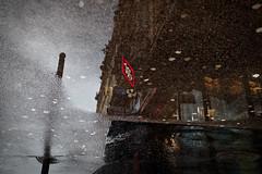 Café... Un symbol parisien (Paolo Pizzimenti) Tags: café symbole flaque pluie reflet rêve nouvelles info homme paris paolo olympus omdem1mkii 17mm 25mm f18 film pellicule argentique doisneau