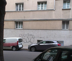 pfeil (Lackdosetoleranz) Tags: wien vienna lackdosetoleranz graffiti buchstaben letters throwup throwie outline street snc