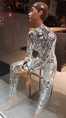 20181106_222106 (Benoit Vellieux) Tags: france nouvelleaquitaine gironde 33 bordeaux nuit nacht night shopmannequin mannequindevitrine schaufensterpuppe verre glass glas miroir mirror spiegel