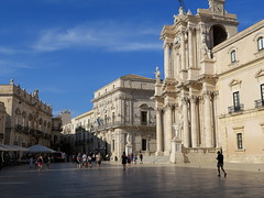 Syracuse, Ortigia: Piazza Duomo (Adfoto) Tags: siciliësicilysiracusasyracuseortigia ortygia piazzaduomo cathedral kerk church duomo dom
