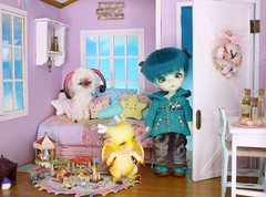 A Dragon's Babysitter #6 (Arthoniel) Tags: wyrm daisuke howl latiyellow latidoll lati doll bjd balljointeddoll aileendoll dollzone heavyrain ram sheep dragon shy haru green resin rare peterpan pico diorama dollhouse roombox collection rement miniature tiny keera nereapozo wood magic
