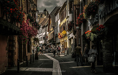 Ribeauville 2018 (EBoss Fotografie) Tags: ribeauville france alsace street architecture travel tourism canon soe twop dark depth colors hautrhin city flowers