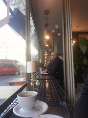 Mahlzeit in Kassel ( is klar, hier geht's natürlich um den Bulli) (QQ Vespa) Tags: self selfie cafe kassel bulli vwbulli t4 spiegelung spiegelbild reflection reflexion mirror maninthemirror