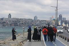 Photo opportunity (lazy south's travels) Tags: istanbul turkey turkish capital city bosphorus men women islam modest modesty hijab candid road street scene tourist tourists river islamic female