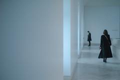 Couloir du musée du Louvre (N.sino) Tags: minimalism leica m9 summilux50mm louvre corridor white happynewyear paris ルーブル美術館 廊下 ミニマリズム 白 パリ