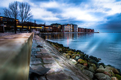 Blue hour (Maria Eklind) Tags: universitetsbron inrehamnen malmö dockan reflection spegling sweden cityscape water city twilight bluehour skånelän sverige se