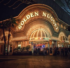 Golden Nugget (podolux) Tags: 2019 april2019 sony sonya7 a7 sonyilce7 ilce7 night nighttime lasvegas nevada nv clarkcounty lights goldennugget goldennuggetcasino fremontstreet street streetphoto snapseed sign bulbsign roadtrip casino