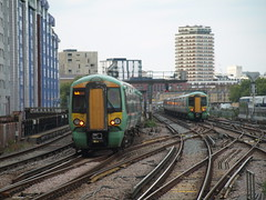 Battersea Park (Oz_97) Tags: batterseapark southern 377152 377157