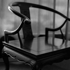 Chair (koni-omegaman) Tags: minneapolis minnesota usa hasselblad 500c 80mm planar ultrafinextreme400 120 mediumformat l110 ei200 naturallight 6x6 square film