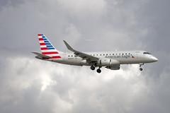 American Eagle Embraer ERJ-175LR (ERJ-170-200 LR) (N428YX) © (CAUT) Tags: aviation aviacion aircraftspotting planespotting spotting spotter avion aircraft airplane plane flugzeug aeropuerto airport caut 2019 nikon d610 usa kolumbien