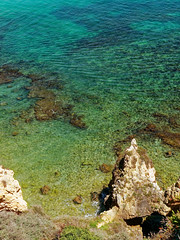 P1020254_DxO (orciel95) Tags: lagos algarve portugal océan mer sea eau water falaise rocher stone colors green blue vert bleue