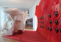 Musée de l'Homme, Paris (Sokleine) Tags: muséedelhomme museum musée mankind theads sculptures education art culture trocadéro paris 75016 france frenchheritage interior indoor rouge red langues languages tongues