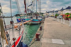 A quiet wharf at midday (LUMEN SCRIPT) Tags: pov boat france colours perspective ocean wharf harbour sky water dof