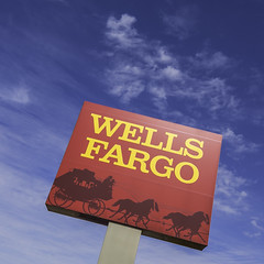 Wells Fargo Pylon Logo_Houston_Feb 2019_Mabry Campbell (Mabry Campbell) Tags: 2019 almedacrossing february hff houston mabrycampbell texas wellsfargo brand exterior image logo photo photograph sign