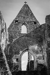 castle chapel (gotan-da) Tags: castle ruins gothic 14thcentury medieval blackwhite schwarzweiss noiretblanc blackandwhite bw monochrome chapel