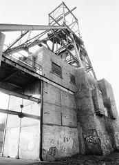 37a Barnsley Main Colliery (I ♥ Minox) Tags: film 2018 olympus om1 om1n olympusom1n olympusom1 om172 mining coalmining coal mine coalmine colliery barnsley barnsleymain barnsleymaincolliery southyorkshire yorkshire xp2 ilfordxp2 ilford