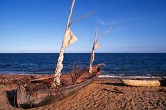 Fandrarazana, Madagascar (Roland de Gouvenain) Tags: madagascar beach plage pirogue fishing pêche fandrarazana indianocean oceanindien