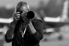 Moi / Me (Laurent Quérité) Tags: canonfrance canoneos7d tamronsp150600mmf563divcusdg2a022 meetingaérien airshow thierrymurcia avignoncaumont france laurentquerite noirblanc blackwhite portrait homme man spotter photographe monochrome