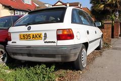 1993 Vauxhall Astra (doojohn701) Tags: vintage retro elsmereport white luton faded classic car vegetation houses vauxhall astra opel uk