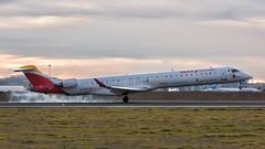 Tomando tierra. (David Andrade 77) Tags: iberia avión aviation aviación barajas aeronáutica aeropuerto airplane airport madrid spain españa
