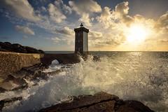 la douche à Kermorvan (Francois Le Rumeur) Tags: lighthouse phare kermorvan bretagne brittany france sun sunny wave vague dynamic dynamique rocher sunset coucher de sleil ocean nuage cloud nikon