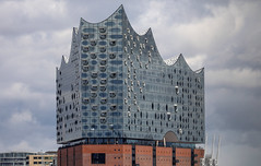 Elbphilharmonie Hamburg (Mathias Düber) Tags: hamburg hafencity elbphilharmonie elphi hamburgmeineperle sunshine canon elbe