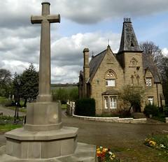 [72938] Batley Cemetery Lodge & War Memorial (Budby) Tags: batley westyorkshire kirklees cemetery lodge gatehouse victorian warmemorial firstworldwar