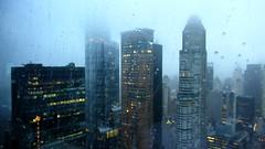 Raindrop, drop top (Robert Saucier) Tags: newyorkcity newyork nyc building architecture ciel sky pluie rain raindrops gouttes brume fog manhattan bleu blue flou blur img3600 migos badandboojie residenceinn hotel hôtel
