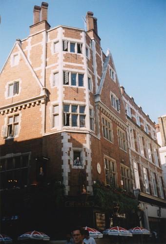 199609-B DP. 18A - Pub in Londen