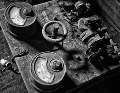 Workshop_6862BWa (Geoffrey Coelho Photography) Tags: industrial abandoned bnw machines