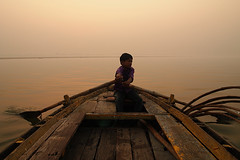 Rahul (PoLiTvS) Tags: 2011 2011india1 agua asia barcas digital formatos ganges gente india lugares rahul rios sol transportes varanasi viajes