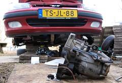 The old gearbox, relieved of duty! (Skylark92) Tags: nederland netherlands holland noordholland northholland amsterdam peugeot 106 14i accent tsjl88 1998 onk diy gearbox change doe het zelf versnellingsbak wissel