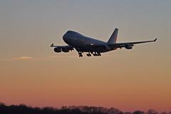 747 LX-VCV cleared to land (Schremserfrank) Tags: verkehr flugzeug flughafen luxluxembourgfindel jet boeing 747 lu findel sonnig abenddämmerung lxvcv airport sunset sonnenuntergang cargolux