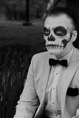 Dapper Cadaver (Seeing Visions) Tags: 2018 mexico mx mexicocity ciudaddeméxico cdmx paseodelareforma megaprocesióndelascatrinas diadelosmuertos facepainting skull suit bowtie seated monochrome bw raymondfujioka