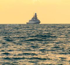 Virando (Nave Andrea Doria) (Antonio Ciriello PhotoEos) Tags: taranto puglia apulia italia italy canon 5d 5dmarkiv eos5dmarkiv canon5dmarkiv canoneos5dmarkiv 70300 70300usm canon70300 canon70300isiiusm marinamilitare italiannavy navy marina naveandreadoria navedoria andreadoria warship ship mare sea seascapes