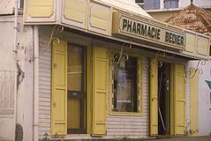 PHARMACIE BEDIER À LA SALINE (SAINT-PAUL) (Jean d'Hugues) Tags: la réunion saintpaul saline bedier bois charme et jaune planches wood boards yellow charm volets