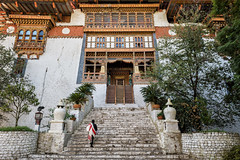 Facade and stairs of the Punakha dzong - Bhutan (PascalBo) Tags: nikon d500 asie asia southasia asiedusud drukyul drukgyalkhap bhutan bhoutan འབྲུག་ཡུལ། འབྲུག་རྒྱལ་ཁབ་ punakha architecture stairs stairway staircase escalier outdoor outdoors pascalboegli building