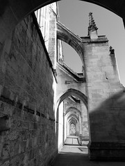 arches (curly_em) Tags: winchester hampshire monochrome blackandwhite mobilephotography sunshine winter sunsine sunlight city cathedral church architecture