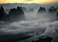Xianggong Shan at dawn (Massetti Fabrizio) Tags: sunrise sun sunset fog fabriziomassetti famasse cina china clouds color cambo guilin guangxi guanxi gold landscape landscapes light phaseone iq180 schneider72mm schnaider lanscape land rural river eritage mountain mount xianggongshan